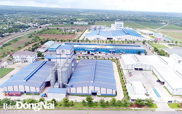 Phát triển khu công nghiệp công nghệ cao đang được Đồng Nai cũng như các doanh nghiệp triển khai thực hiện. Trong ảnh: Một góc Khu công nghiệp Dầu Giây (H.Thống Nhất). Ảnh: Đ.LÊ